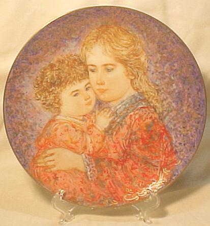 Edna Hibel Knowles Mother's Day Plate - 1985 Erica & Jamie