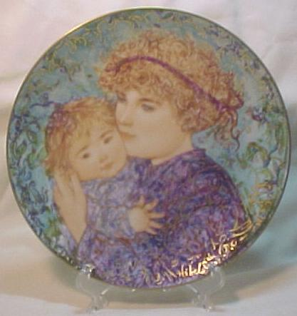 Edna Hibel Knowles Mother's Day Plate - 1989 Jessica & Kate