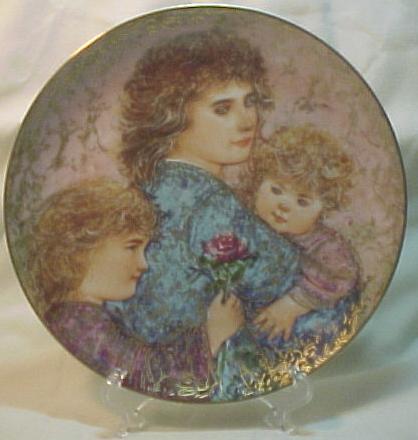 Edna Hibel Knowles Mother's Day Plate - 1990 Elizabeth, Jordan & Janie